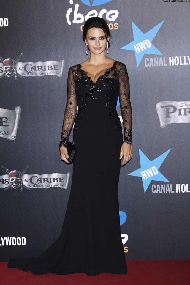 Penelope Cruz Crime Scene Sultry Hot Celebrity Sexy Sensual Pretty