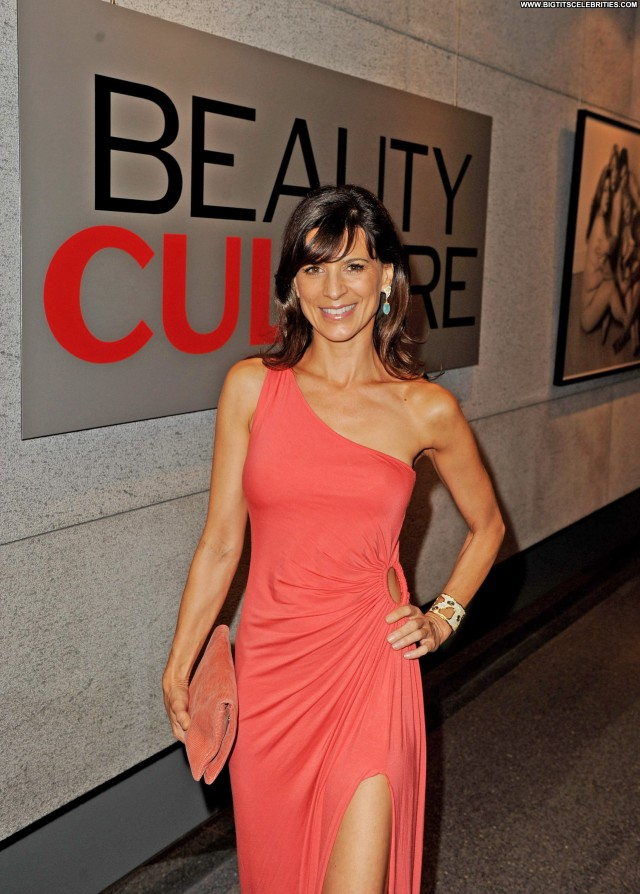 Perrey Reeves Shopping Sexy Posing Hot Celebrity Sultry Beautiful