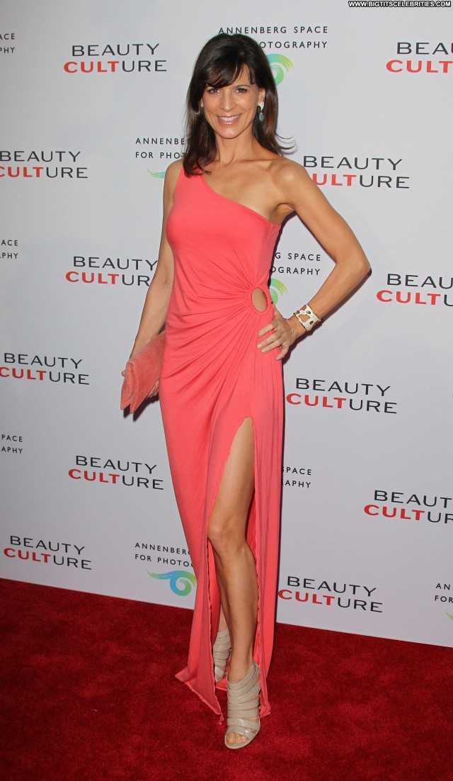Perrey Reeves Shopping Sexy Beautiful Posing Hot Sultry Sensual Nice