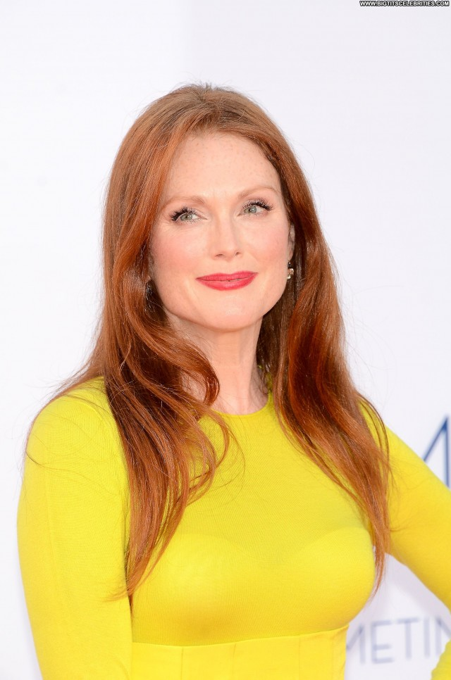 Julianne Moore Tribeca Film Festival Doll Sexy Stunning Pretty Sultry