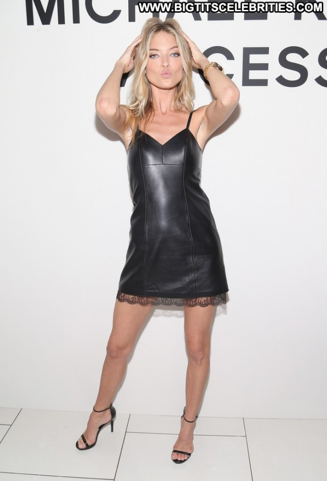 Martha Hunt Black Swan Doll Nyc Sexy Sultry Nice Celebrity Party