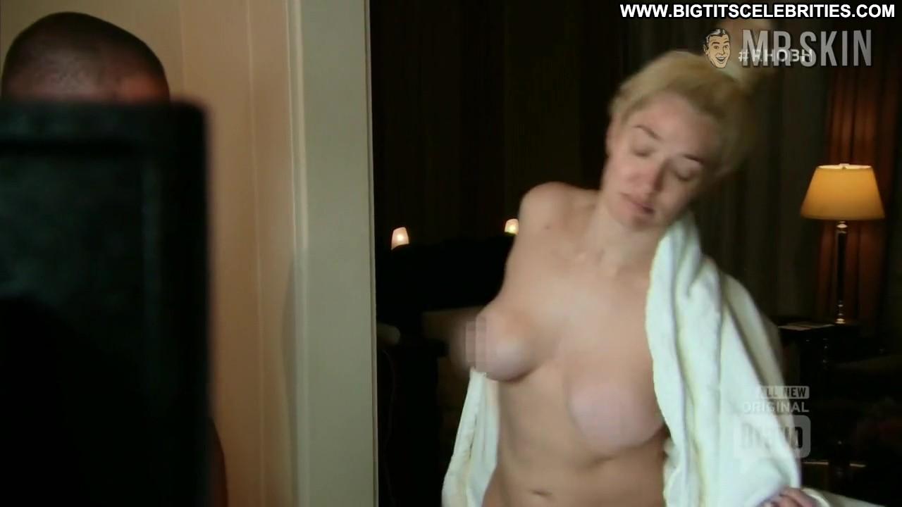 Lisa Rinna Nude Photos