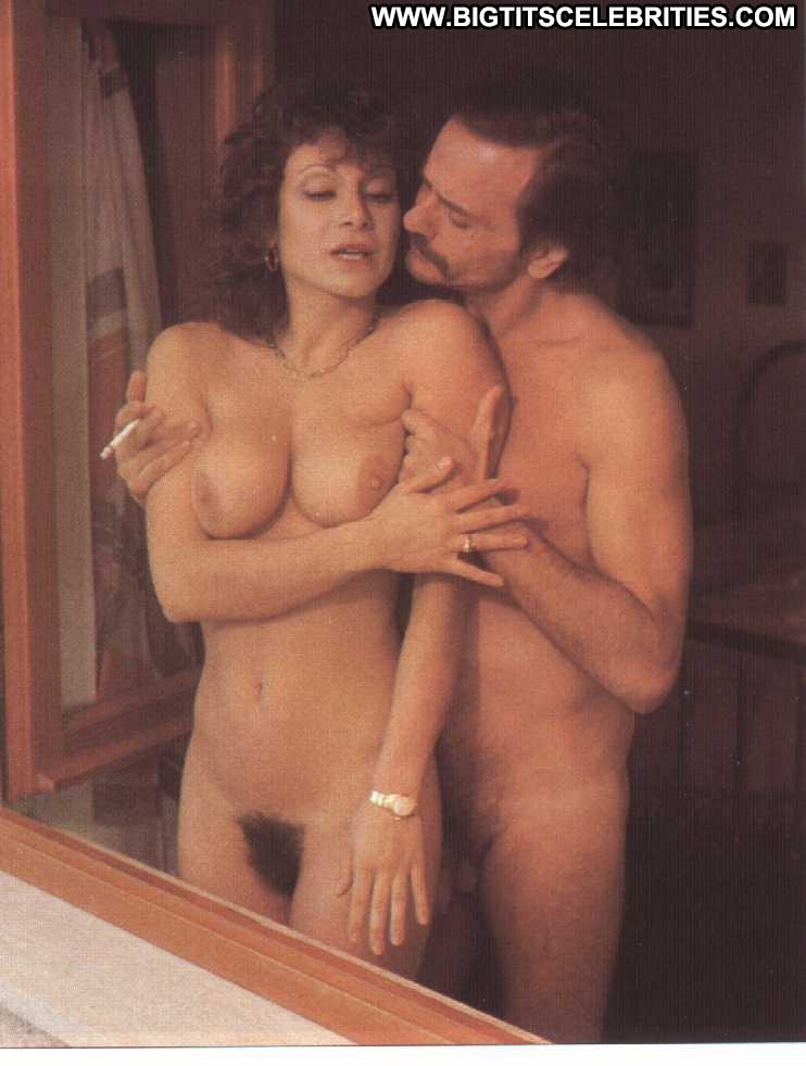 Sexy small tits pic-4151