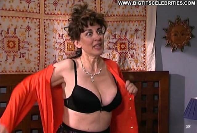 Isabel Ordaz La Que Se Avecina Posing Hot Brunette Celebrity Sensual