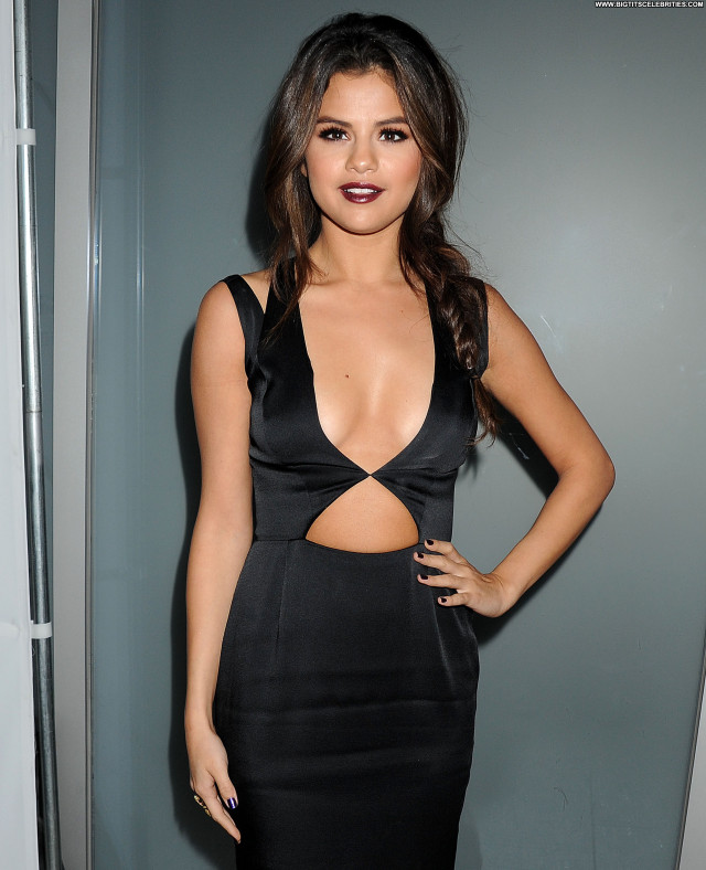 Selena Gomez Beverly Hills Posing Hot Party Magazine Doll Sultry Nice