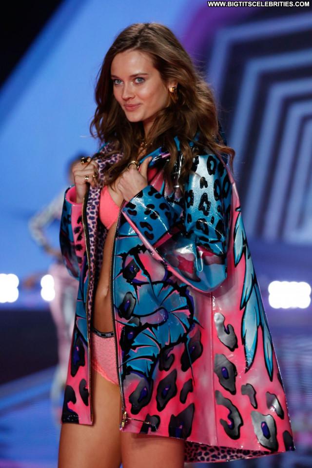 Monika Jagaciak Fashion Show London Babe Beautiful Celebrity Fashion