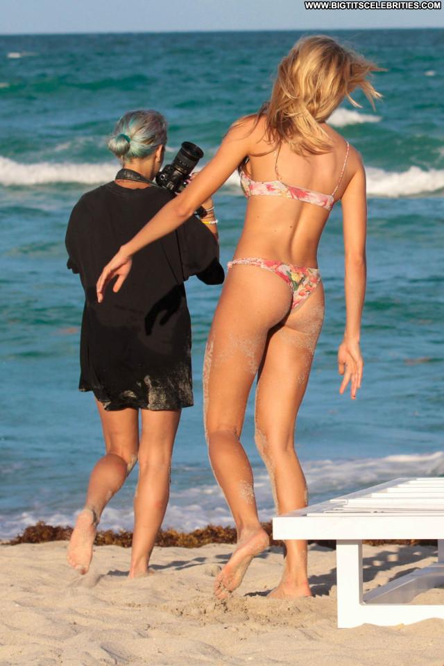 Bikini No Source  Posing Hot Bikini Babe Candids Beautiful Celebrity