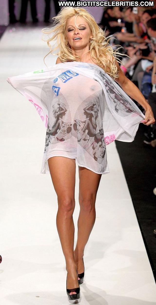 Doutzen Kroes The Victoria S Secret Fashion New York Beautiful