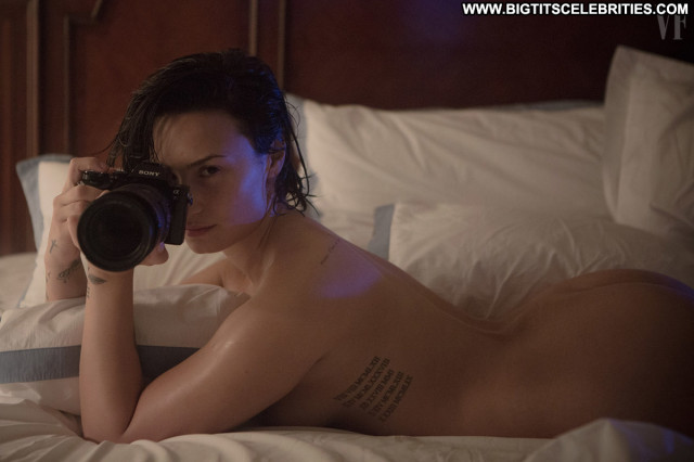 Demi Lovato Tosh Beautiful Posing Hot Natural Babe Nude Singer Smile