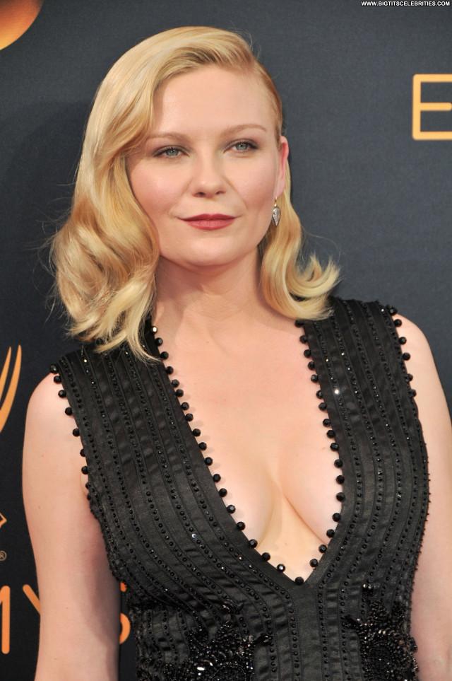 Kirsten Dunst Primetime Emmy Awards Singer Awards Cleavage Nice