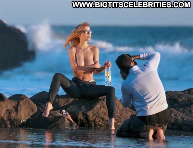 Elizabeth Marxs Posing Hot Beautiful Celebrity Babe Topless Gorgeous