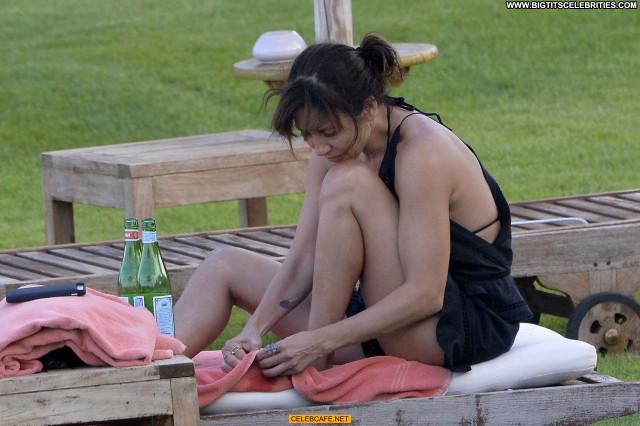 Natalie Imbruglia No Source  Beautiful Nipslip Babe Bikini Posing Hot