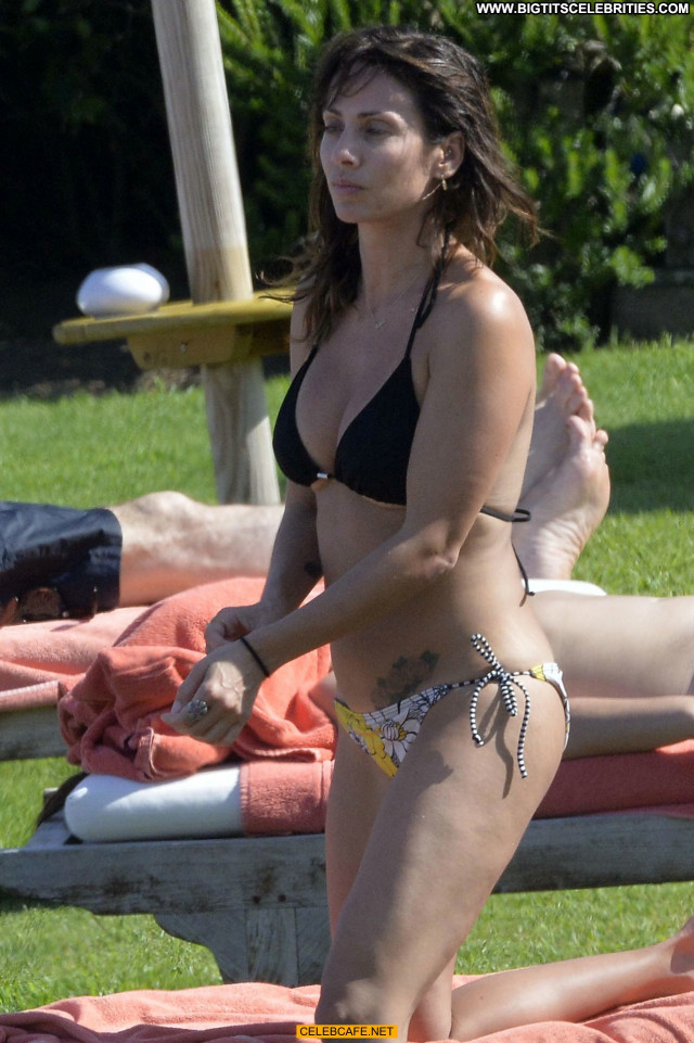 Natalie Imbruglia No Source Celebrity Bikini Posing Hot Nipslip