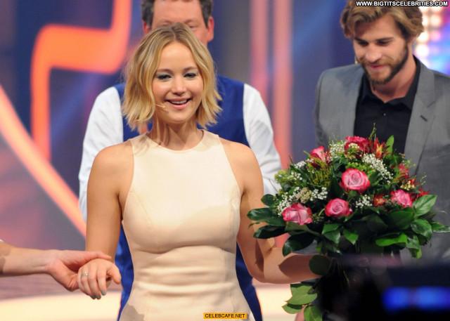 Jennifer Lawrence No Source Beautiful Legs Austria Celebrity Babe Wet