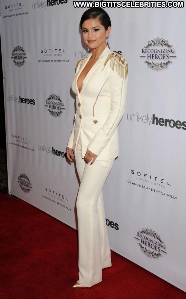 Selena Gomez Los Angeles Posing Hot Los Angeles Awards Angel