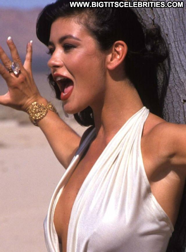 Catherine Zeta Jones The Mask Of Zorro Celebrity Posing Hot Famous