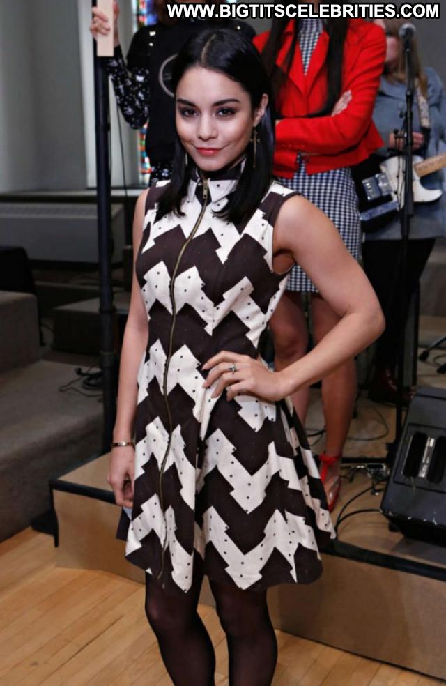 Vanessa Hudgens Fashion Show Babe Fashion Beautiful Paparazzi Posing