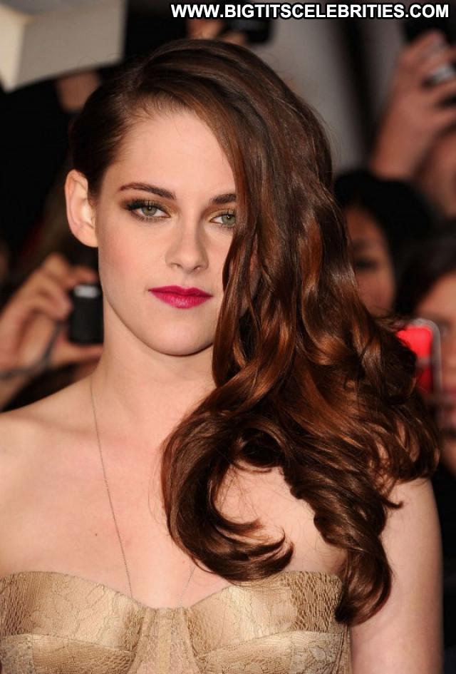 Kristen Stewart Breaking Dawn Beautiful Posing Hot Celebrity