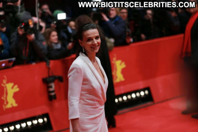 Juliette Binoche Beautiful Celebrity Babe Posing Hot Paparazzi