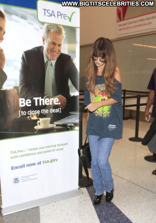 Selena Gomez Lax Airport Celebrity Los Angeles Babe Beautiful Lax