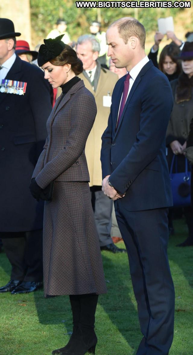 Kate Middleton Beautiful Posing Hot Babe Celebrity Paparazzi Female