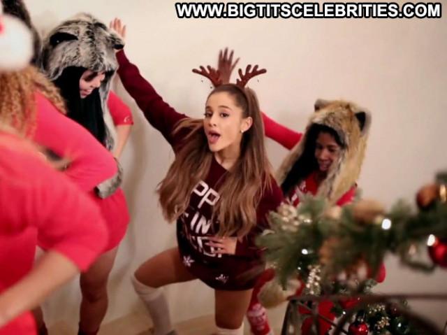 Ariana Grande Posing Hot Celebrity Paparazzi Beautiful Babe