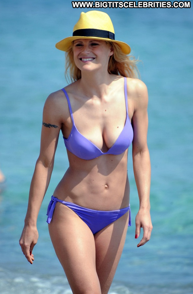 Michelle Hunziker No Source Tv Host Posing Hot Celebrity Toples