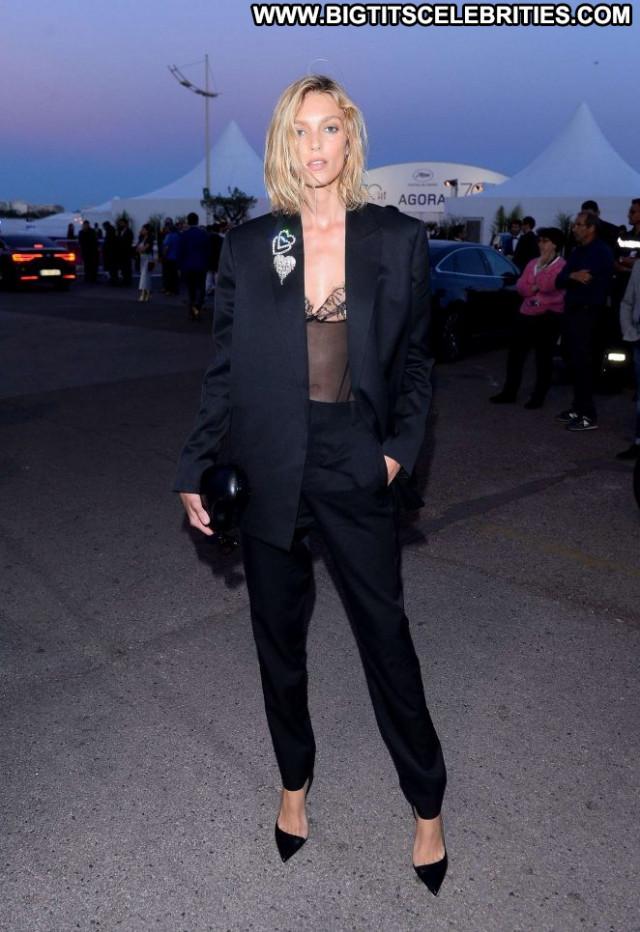 Anja Rubik No Source Paparazzi Posing Hot Celebrity Beautiful Babe