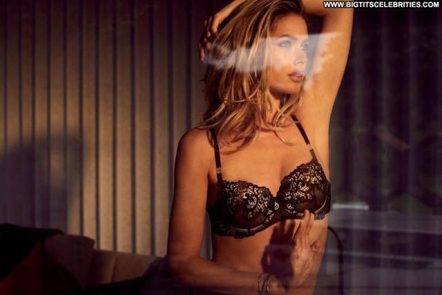 Doutzen Kroes Fashion Show Sex Posing Hot Model Babe Celebrity