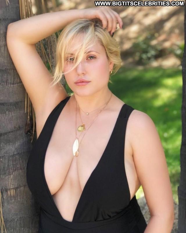 Topless busty 28 Women