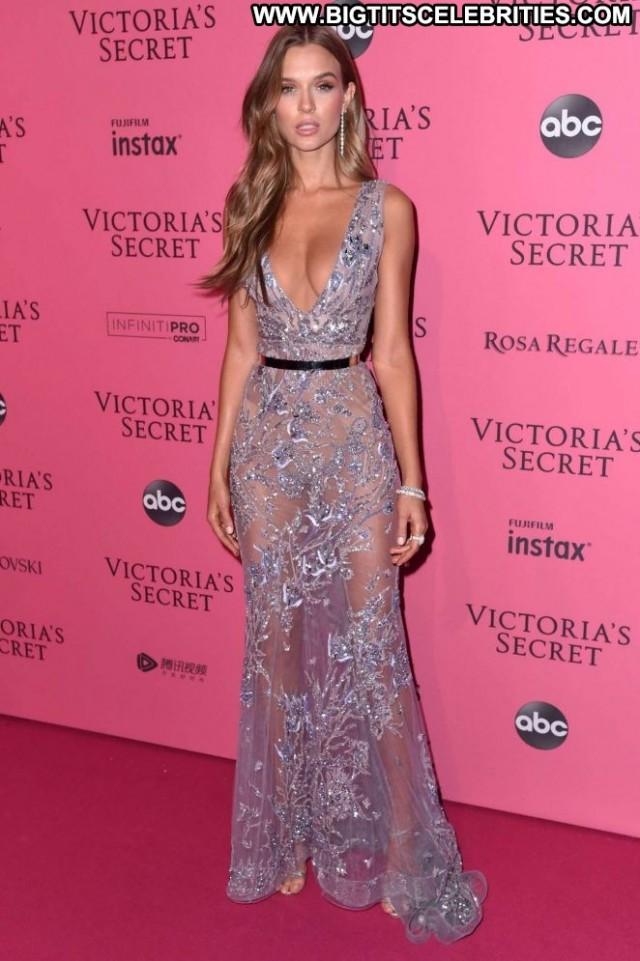 Josephine Skriver Fashion Show Celebrity Fashion Paparazzi Posing Hot