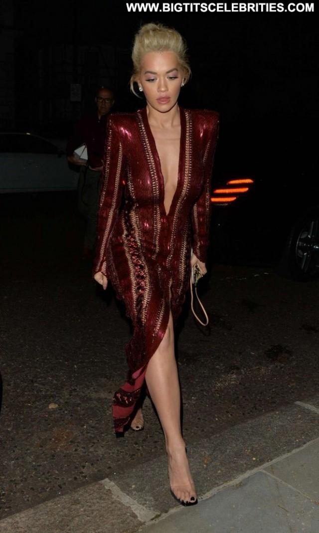 Rita Ora No Source Posing Hot Hotel Hot Babe London Paparazzi