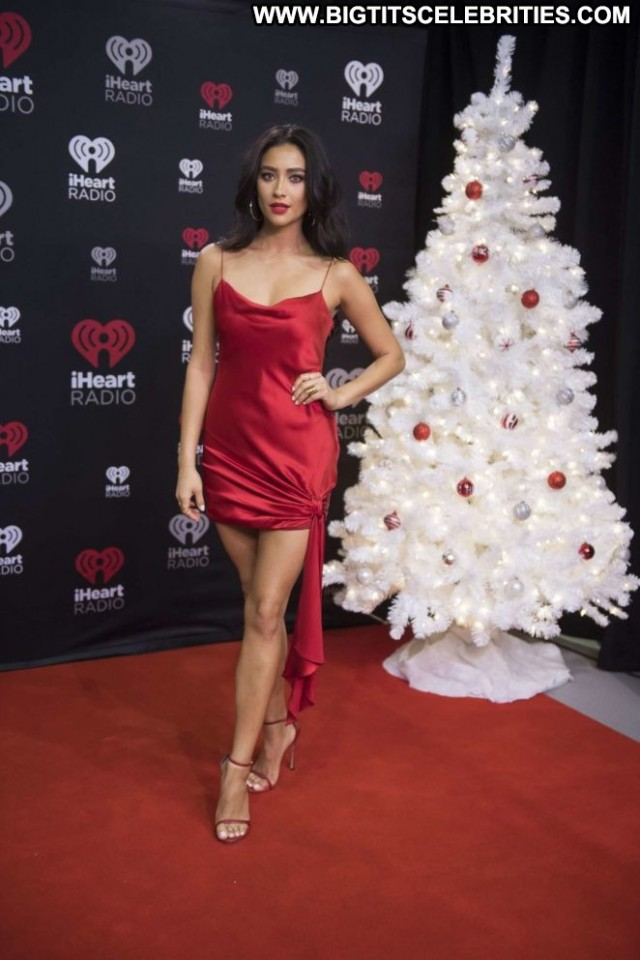 Shay Mitchell Red Carpet  Celebrity Babe Beautiful Red Carpet Posing