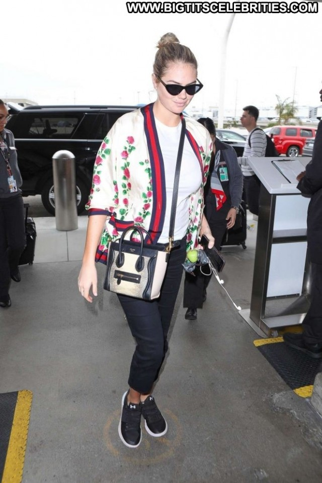 Kate Upton Lax Airport Angel Paparazzi Posing Hot Lax Airport Babe