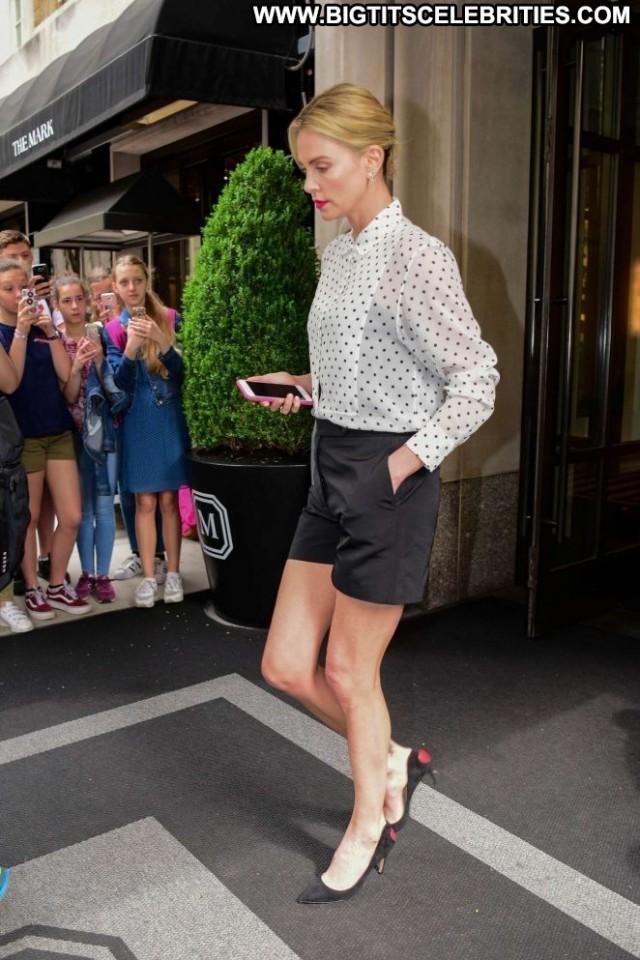 Charlize Thero New York Babe New York Paparazzi Posing Hot Celebrity