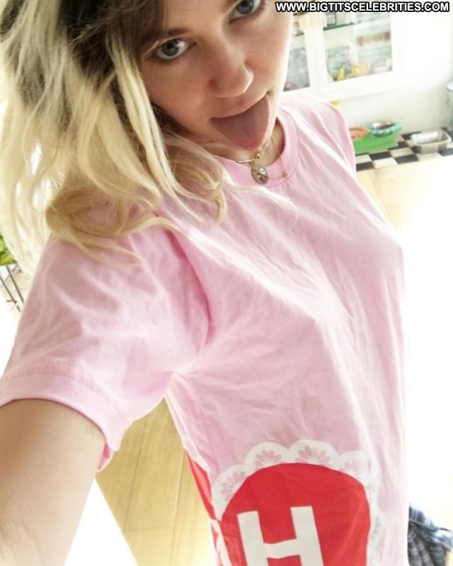Miley Cyrus No Source Selfie Actress Beautiful Hot Bra Singer